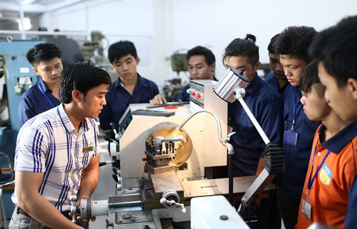 Học khối ngành kỹ thuật ra trường làm gì?