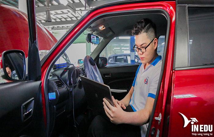 Học ngành Công nghệ Kỹ thuật ô tô bạn cần những tố chất gì?