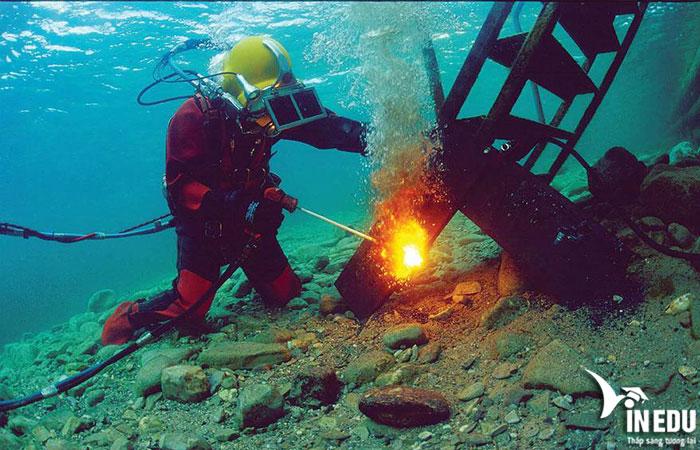 Thợ hàn dưới nước