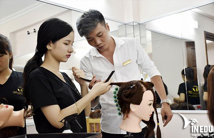 Theo đuổi nghề tạo mẫu tóc dễ không?
